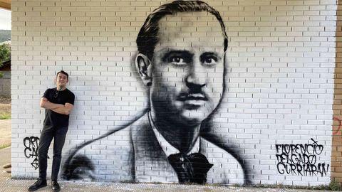 Pedro Álvarez, artisticamente coñecido como Orde Caos, firma un mural de Florencio Delgado Gurriarán en O Bañadoiro, en Vilamartín de Valdeorras