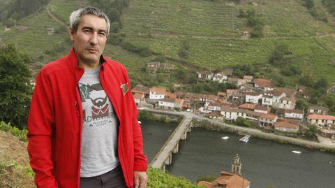 Ramón Otero Pulín, en un paraje situado sobre el el río Miño y el pueblo de Belesar