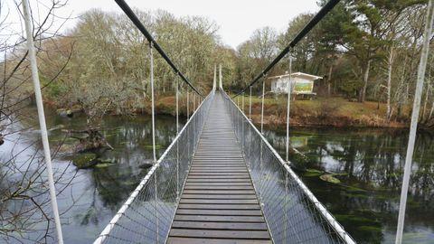La ruta conocida como Insua de Seivane se inicia cruzando el puente
