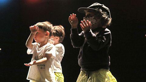 Los niños crearon diferentes coreografías.
