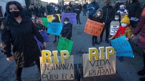 Foto de archivo de una movilización contra el cierre del CEIP de Baamonde