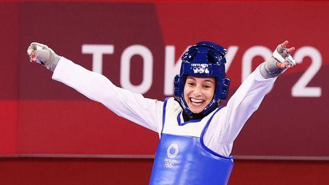 Adriana Cerezo celebra su triunfo en la semifinal que le asegura medalla. Luchará por el oro.