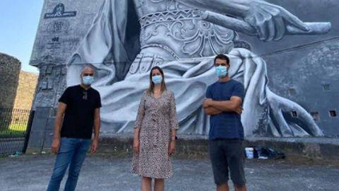Méndez, con Repetto e As diante do mural de Julio César