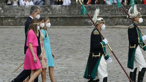 Los reyes, con sus hijas, en el Obradoiro