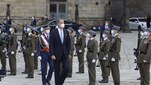 El rey Felipe VI pasa revista a los miembros de la Brilat
