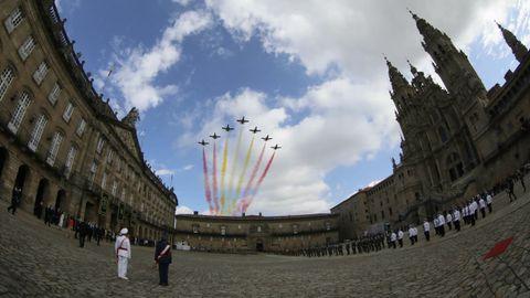 Los aviones de la patrulla Águila dibujan en el cielo la bandera española