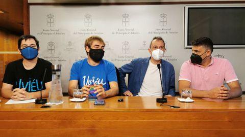 Ignacio Fernández del Páramo (Somos), Daniel Ripa (Podemos), Ovidio Zapico (IU) e Iván Álvarez (IU) presentan en la Junta General la proposición no de ley contra la Ronda Norte