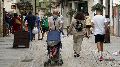 Imagen de la calle peatonal de Ribeira, que desde el sábado pasado está en nivel alto de restricciones