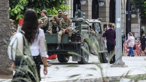 Miembros de las Fuerzas Armadas de Túnez, en una calle de la capital
