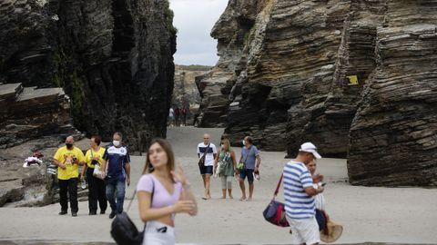 La playa es el segundo monumento natural más visitado de Galicia