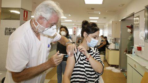 Este miércoles han sido citadas para vacunarse en el hospital de Burela (en imagen de archivo) 1.060 personas
