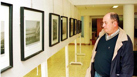 José Luis Martínez Montero en una exposición de fotografías antiguas que presentó en la Casa de Cultura de Monforte en el año 2000,