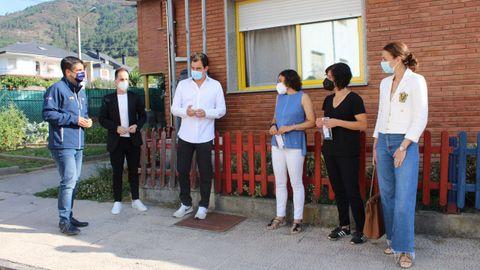 El delegado territorial de la Xunta en Ourense visitó el colegio en A Rúa