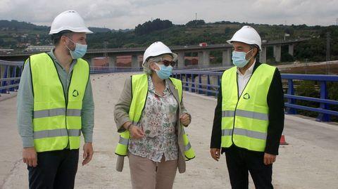 El consejero Alejandro Calvo, ayer a la derecha, junto a la alcaldesa de Gijón, Ana González y el viceconsejero, Jorge García