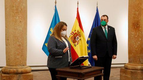 Lydia Espina, cosejera de Educación del Principado, toma posesión de su cargo en presencia de Adrián Barbón