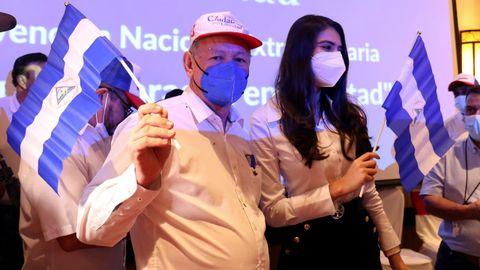Oscar Sobalvarro y Berenice Quezada en la presentación como la fórmula presidencial por la opositora Alianza Ciudadanos por la Libertad (CxL)