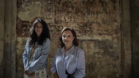 La escritora María Oruña y la restauradora Vania López