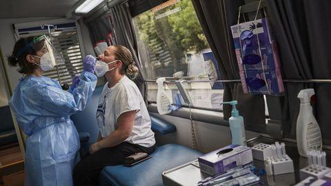 Pruebas diagnósticas en el «criba-bus», en la ciudad de Ourense