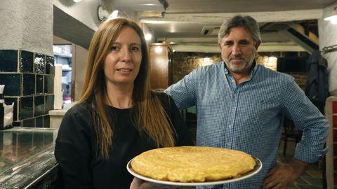 En el Arco da Vella (rúa Fornos, en Ourense) la preparan muy poco hecha y con la cebolla «casi imperceptible»