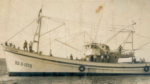 El Paxaro Blanco, bonitero de 1964 para la casa de los Manzanos y transformado en la primera baka de Celeiro, trabajó con base en el puerto de Coruña hasta que dejó esta pesquería en 1967