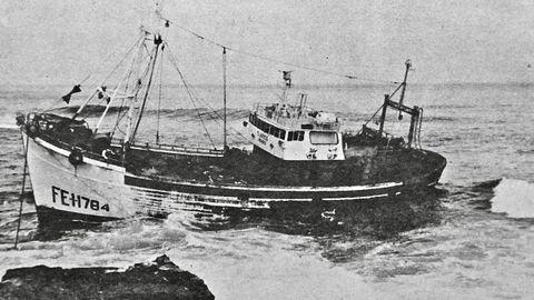 El Clarice, la primera baka de Ribadeo en 1967 naufragó en Punta Corveira muy próximo a la Playa de las Catedrales en enero de 1975
