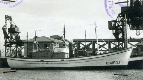El Costa Lucense fue el primer arrastrero tipo baka de A Mariña botado en 1963 para los hermanos Domínguez González y el primero en cambiar su base de Burela para A Coruña