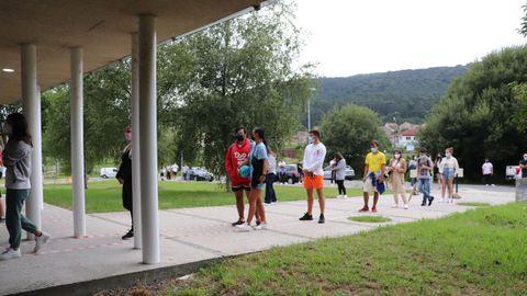 Sanidade realizó ayer en el centro de salud de Muros un cribado a jóvenes de entre 16 y 29 años.