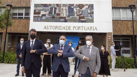 Alberto Varela, Julio García Comesaña y José Manuel Cores Tourís firmaron ayer el protocolo para la construcción del nuevo centro de salud de Vilagarcía