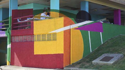 El bosque  crométrico  del edificio Lumiera, pintado por los cambreses bajo la orientación de Viviana Luccisano, Tope Rodríguez y Arcadio Poch.