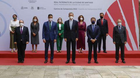 El rey y Pedro Sánchez presidieron la reunión del Real Patronato el pasado día 25, a la que también asistieron varios ministros, Alberto Núñez Feijoo y Xosé Sánchez Bugallo. además del rector de la USC y el arzobispo