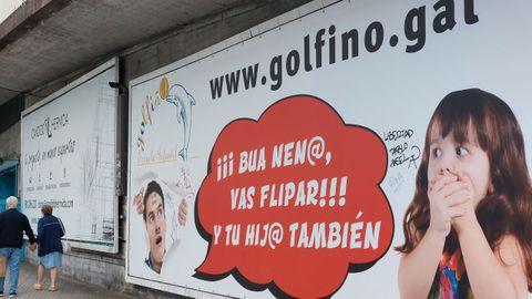 Valla publicitaria en  idioma  Koruño en A Coruña