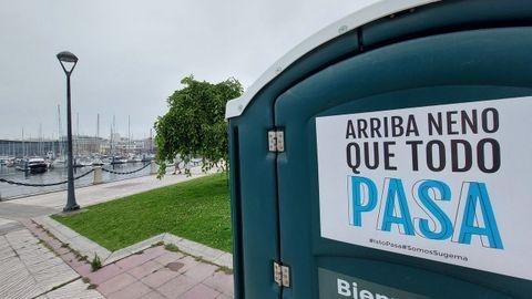 Mensaje en Koruño en un inodoro portátil en A Coruña