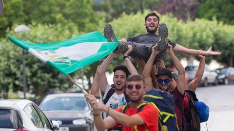 Ocho amigos de Málaga llegan peregrinando a Portomarín