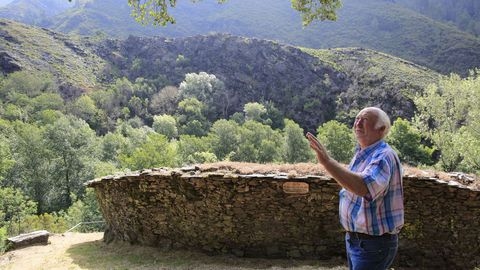 La alvariza de Barxas forma parte de la Ruta das Abellas de Quiroga, que guía Manuel Macía