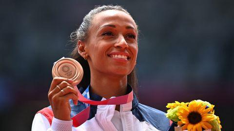 Ana Peleteiro recibe la medalla de bronce