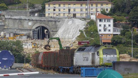 La construcción del paso subterráneo entre la dársena exterior y A Graña supera el 90 %