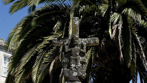 Cruceiro of Melide, the oldest crucifix in Galicia.