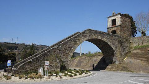 Portomarín bridge and Virxe das Neves chapel.