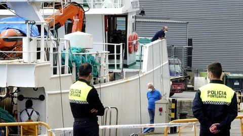 El Manuel Laura, recién atracado en Vigo, donde permanece aislado