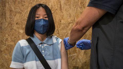 Vacunación de veinteañeros en Expourense