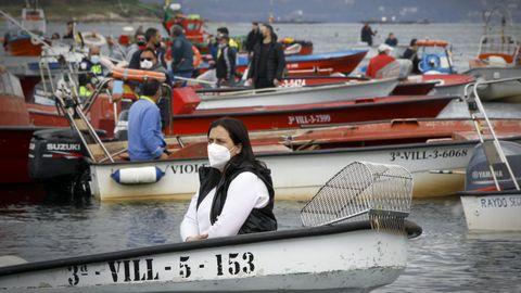Una mujer, en una concentración de la bajura y el marisqueo de Galicia celebrada en marzo para protestar por apartados del reglamento de control pesquero de la UE