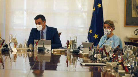 Pedro Sánchez y Yolanda Díaz durante el primer Consejo de Ministros del nuevo gabinete.