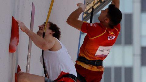 El español Alberto Ginés y el checo Adam Ondra, compitiendo en la semifinal