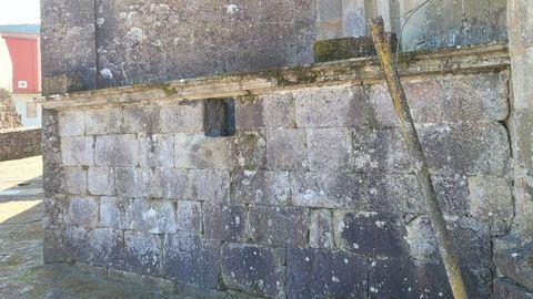 Detrás de esta pared, en un lateral del templo, se encuentra el osario que ha provocado más de un susto