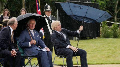 El príncipe Carlos de Inglaterra y el primer ministro Boris Johson, durante un homenaje a la policía en julio