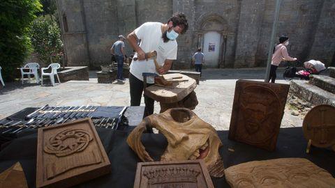 Os artesáns xunto ao mosteiro de Ferreira de Pallares, en Guntín