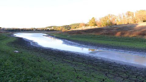 Efectos de la sequía en el embalse de Cachamuíña, en Ourense, en una imagen de archivo.