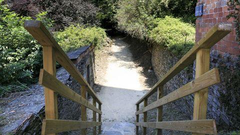 As escaleiras de acceso dende a Rolda do Carme