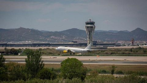 Un avión despegando del aeropuerto de El Prat.