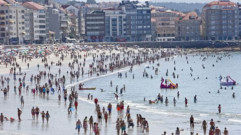 Playa de Silgar en Sanxenxo abarrotada